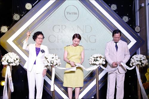 Ngày 24/4, The 1986 - Hệ thống dược mỹ phẩm cao cấp tổ chức sự kiện Grand Opening với chủ đề Vẻ đẹp hoàng kim tại TP HCM, ra mắt sau nhiều năm nghiên cứu, tìm hiểu sản phẩm và thị trường làm đẹp tại Việt Nam.