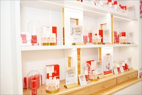 Một góc trong cửa hàng dành cho đội chiến binh đỏ nhà Meder Beauty Science.