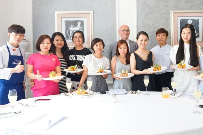 Hoa khôi xứ Huế học nấu món Pháp