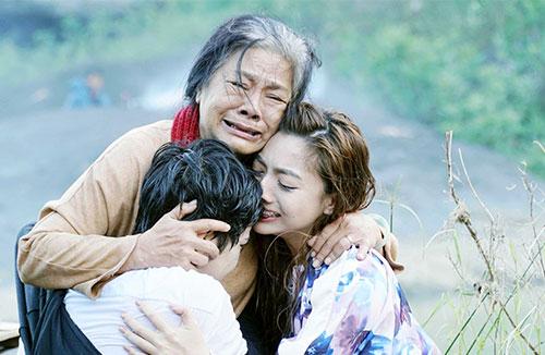 Nghệ sĩ Tú Trinh được khen với vai bà mẹ trong phim điện ảnh mới.