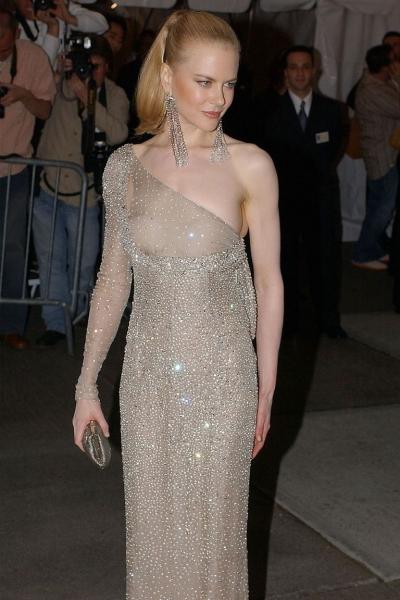 Năm 2003, Nicole Kidman tạo nên một trong những khoảnh khắc khó quên ở Met Gala bằng bộ váy được thiết kế bởi Tom Ford.