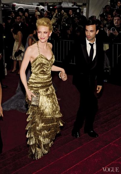 Một bộ đầm ánh kim của Balenciaga được Cate Blanchett diện năm 2007.