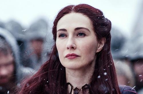 Melisandre là nhân vật nửa chính nửa tà gây chú ý trong series. Cô từng gây nhiều tội ác ở những mùa đầu nhưng có nhiều đóng góp tích cực ở giai đoạn sau.