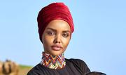 Người mẫu 9x gây chú ý khi phối áo tắm với khăn Hồi giáo