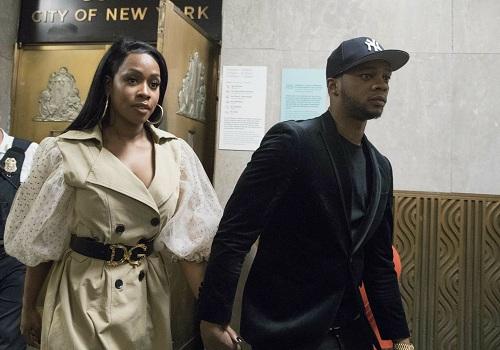 Nữ rapper rời tòa cùng chồng. Ảnh: AP.
