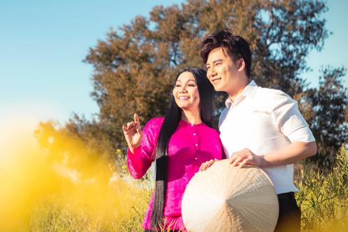 Nghệ sĩNgọc Huyền và ca sĩ Ngọc Châu (phải).