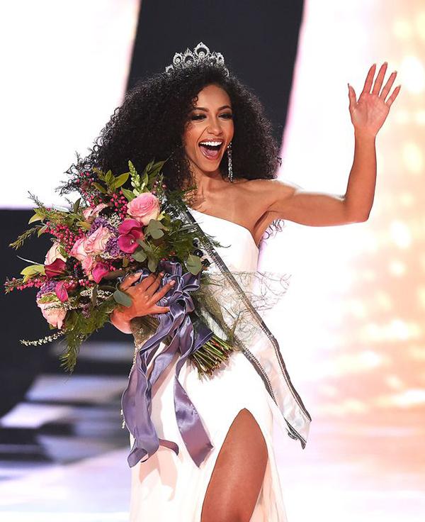 Hình thể sáu múi của tân Hoa hậu Mỹ