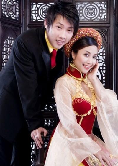 Sau 10 năm yêu nhau, tháng 10/2008, cặp đôi tổ chức hôn lễ