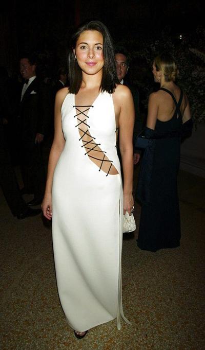 Những vạch kẻ màu đen ở ngực trên chiếc váy của diễn viên Jamie-Lynn Sigler