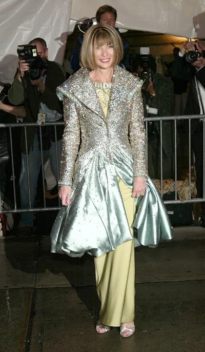 Là chủ tịch Met Gala song Anna Wintour vẫn mất điểm vì chọn trang phục thiếu tôn dáng.