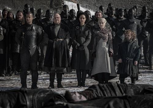 Trích đoạn đám tang những người tử trận khi chống Bóng Trắng gây xúc động.