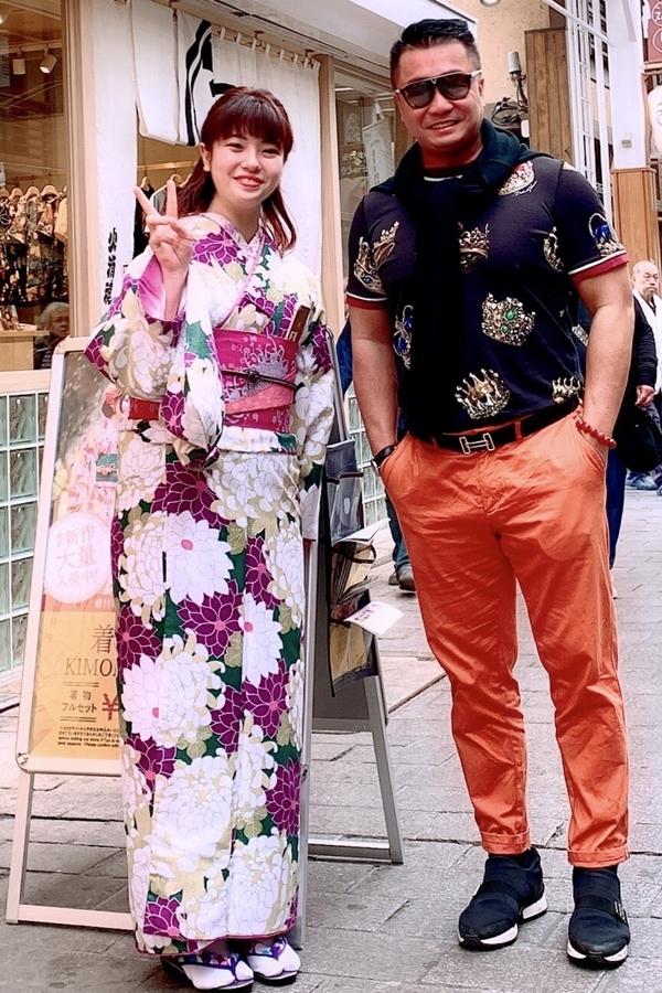 Lý Hùng tham quan Nhật Bản