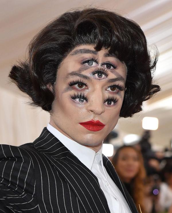Các kiểu trang điểm độc lạ ở Met Gala 2019