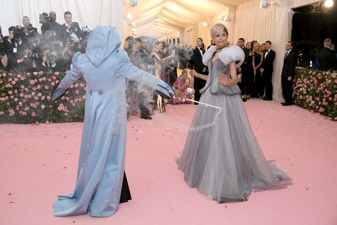 Màn hô biến váy đổi màu, phát sáng ở Met Gala