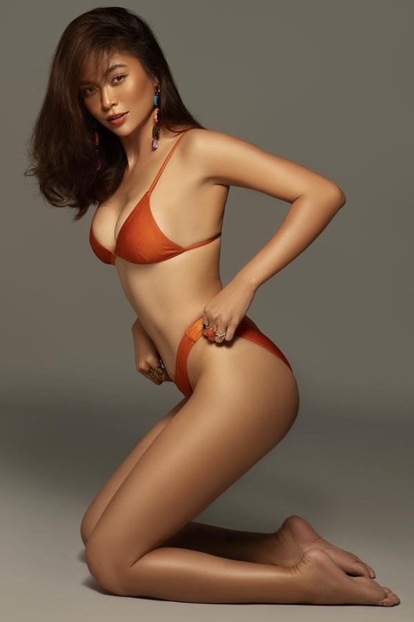 Mâu Thủy khoe đường cong với bikini họa tiết