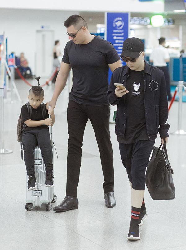Đỗ Mạnh Cường cùng con trai, vệ sĩ sang Australia làm show