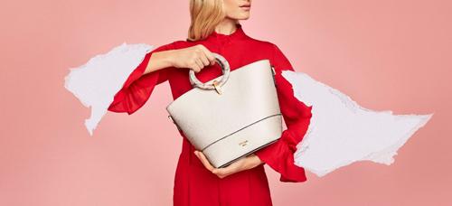 Nếu bạn muốn một phong cách đơn giản nhưng không kém phần hiện đại, túi trơn chính là sự lựa chọn phù hợp cho bạn. Những chiếc túi leathers dù được cầm tay hay đeo chéo vai đều phù hợp với phong cách của những người bận rộn, thích di chuyển.
