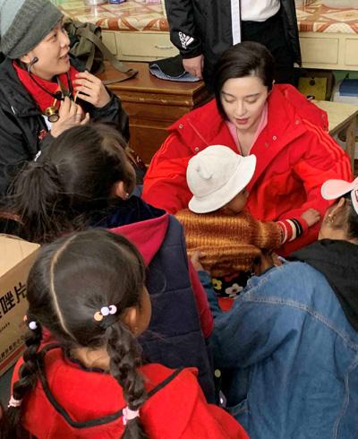 Dự án từ thiệnHeart Ali bắt đầu từ năm 2010 nhằm giúp trẻ em mắc bệnh tim bẩm sinh. Trần Lệ Chí cho biết Băng Băng từng ba lần tới Tây Tạng cùng đội ngũ y bác sĩ. Cô còn thăm hỏi bệnh nhi phẫu thuật ở Bắc Kinh, Thượng Hải.