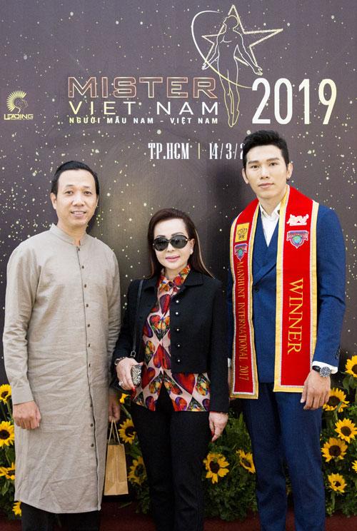 Từ trái sang phải: Đạo diễn Mai Thế Hiệp, doanh nhân Maryann Nguyễn và Trưởng ban tổ chức - Manhunht Trương Ngọc Tình.