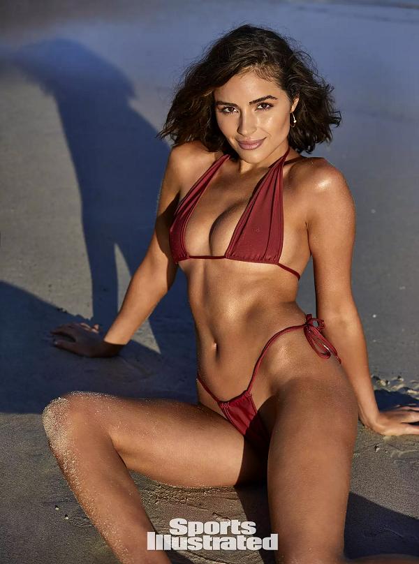 Hoa hậu Hoàn vũ 2012 kỷ niệm tuổi 27 với bộ ảnh khỏa thân