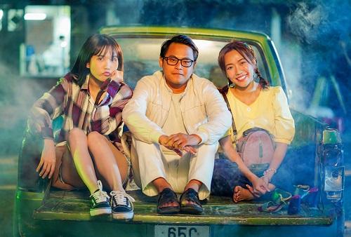 La Thành (giữa) mất tích sau khi đóng xong bộ phim Vu quy đại náo của Lê Thiên Viễn.
