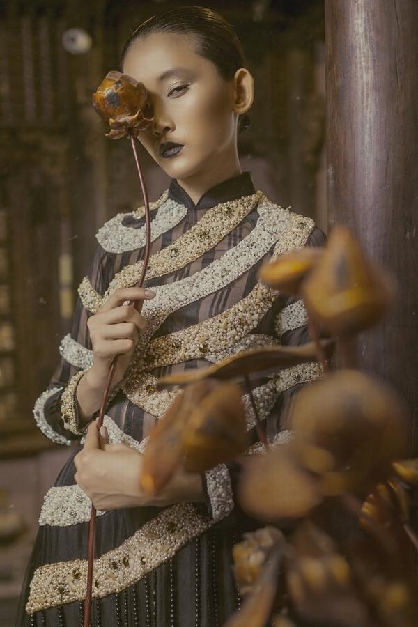 Kim Nhung hóa phụ nữ xưa với áo dài đính kết 3D