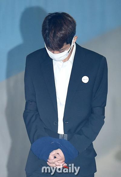Jung Joon Young ra tòa.