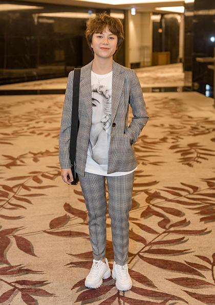 Diễn viên Bảo Hân mặc trẻ trung, phong cách ở ngoài đời.