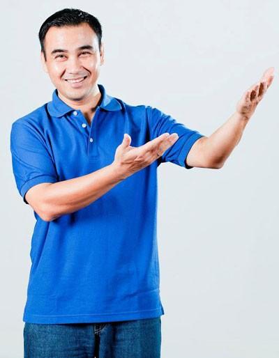 Quyền Linh là MC của nhiều chương trình dành cho người nghèo: Vượt lên chính mình, Vì bạn xứng đáng...
