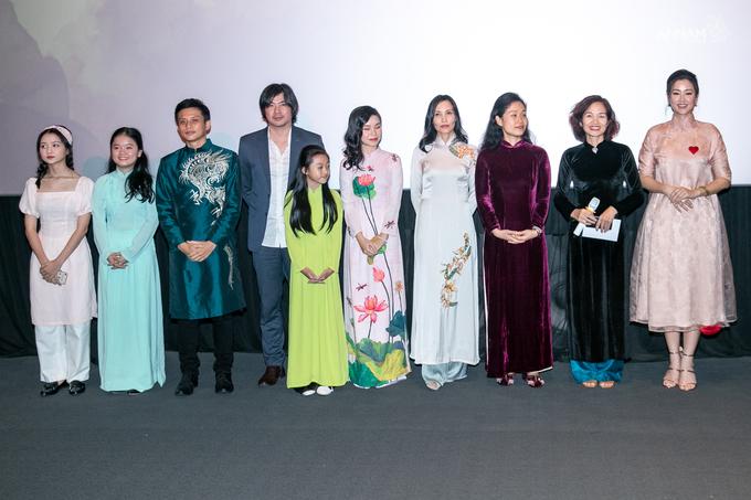 Vợ chồng Lê Thúy diện đồng điệu ra mắt phim