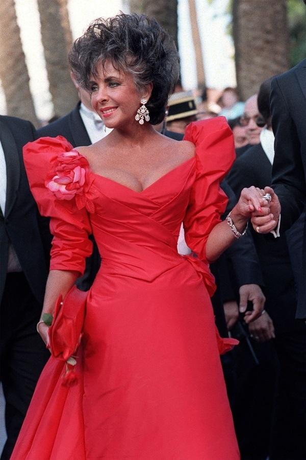 Những bộ đầm đỏ đẹp nhất qua các mùa Cannes