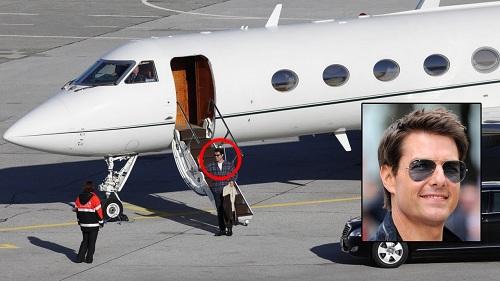 Tài tử Tom Cruise cùng vợ cũ, minh tinh Katie Holmes, thường di chuyên bằng chiếc máy bay riêng Gulfstream IV trị giá khoảng 36 triệu USD.
