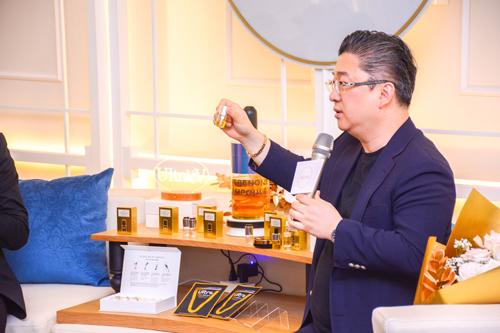 Giáo sư – Bác sĩ Kwon Han-jin thuyết trình về hoạt chất Idebenone trong sản phẩm Idebenone Ampoule.