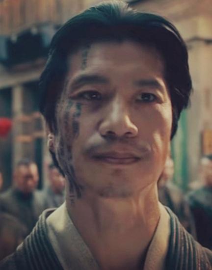 Dustin Nguyễn vào vai trùm băng đảng trong series Warriors. Ảnh: Cinemax.
