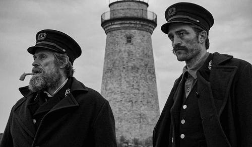 Diễn viên Willem Dafoe (trái) và Robert Pattinson.