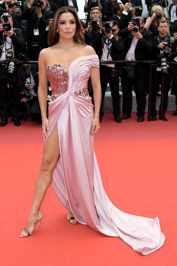 Mỹ nhân Hollywood diện váy sexy ở ngày mở màn LHP Cannes