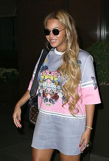 Beyonce diện váy của Younhee Park.