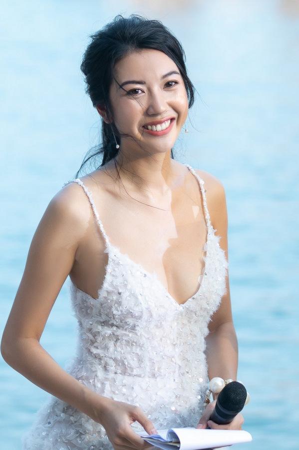 Dàn mỹ nhân chưng diện dự show thời trang ở Hạ Long