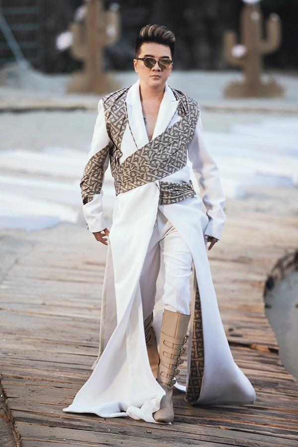 Hoa hậu Thùy Dung, Đàm Vĩnh Hưng diễn thời trang trên đảo