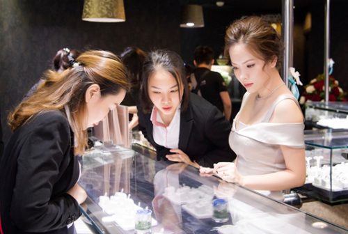 The Best Diamond Festival là chương trình mà Đan Lê không thể bỏ qua, đây là dịp hiếm có để sở hữu kim cương viên với mức giá đa dạng, đáp ứng được mọi ngân sách