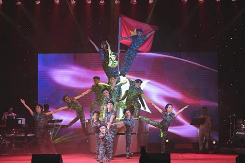 Đoàn ca múa Hải Phòng tham dự Liên hoan âm nhạc Asean.