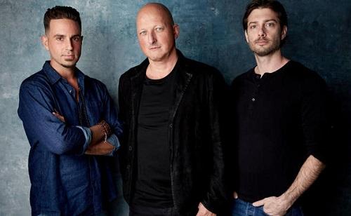 Từ trái sang: Wade Robson, đạo diễn Dan Reed và Jimmy Safechuck. Ảnh: HBO.