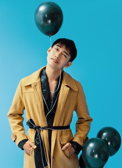 Quang Đăng chụp ảnh mừng sinh nhật tuổi 30.