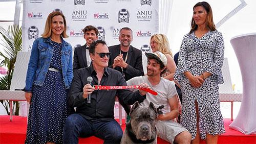 Đạo diễn Quentin Tarantino thay mặt Brandy nhận giải thưởng