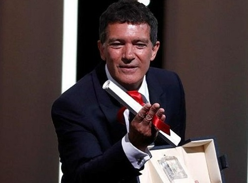 Antonio Banderas nhận giải. Ảnh: AFP.