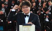 Đạo diễn Hàn giành Cành Cọ Vàng nhận 'mưa' lời khen ở quê nhà