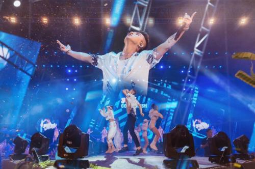 Sơn Tùng M-TP nhảy sung khi biểu diễn ở Cần Thơ - 1