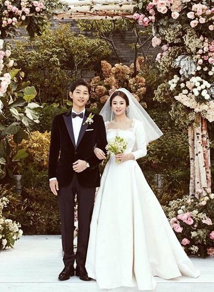 Ảnh cưới từng đạt kỷ lục hơn 3,6 triệu lượt thích trên Instagram của Song Hye Kyo thời điểm đăng tải - tháng 10/2017.