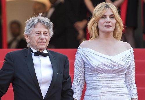 Roman Polanski (trái) và Emmanuelle Seigner ở Liên hoan phim Cannes 2017. Ảnh: AP.