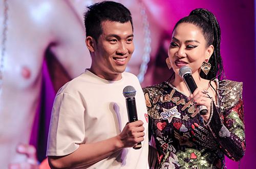 Nhạc sĩ Mew Amazing (trái) và ca sĩ Thu Minh.